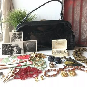 Jewelry - Vintage Jewelry Lot Purse Photos and more!! 🎀